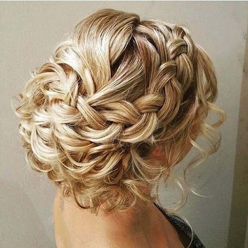 Lindo y sin esfuerzo peinados invitadas bodas 2021 Imagen de estilo de color de pelo - Peinados de novia 2021-Color, Peinado, Maquillaje y Vestido
