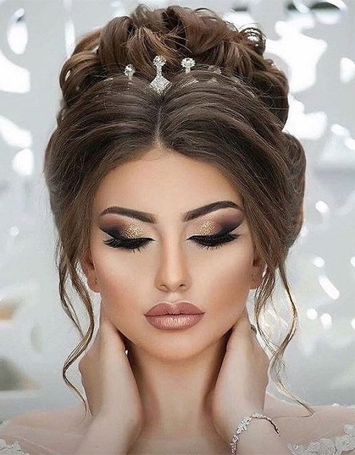 Clásico y sencillo peinados de novia 2021 con velo Fotos de cortes de pelo Consejos - Peinados de novia 2021-Color, Peinado, Maquillaje y Vestido